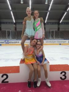 Therese (Basic) Sanna (Debs) Iona (Debs) og Michelle (Debs)